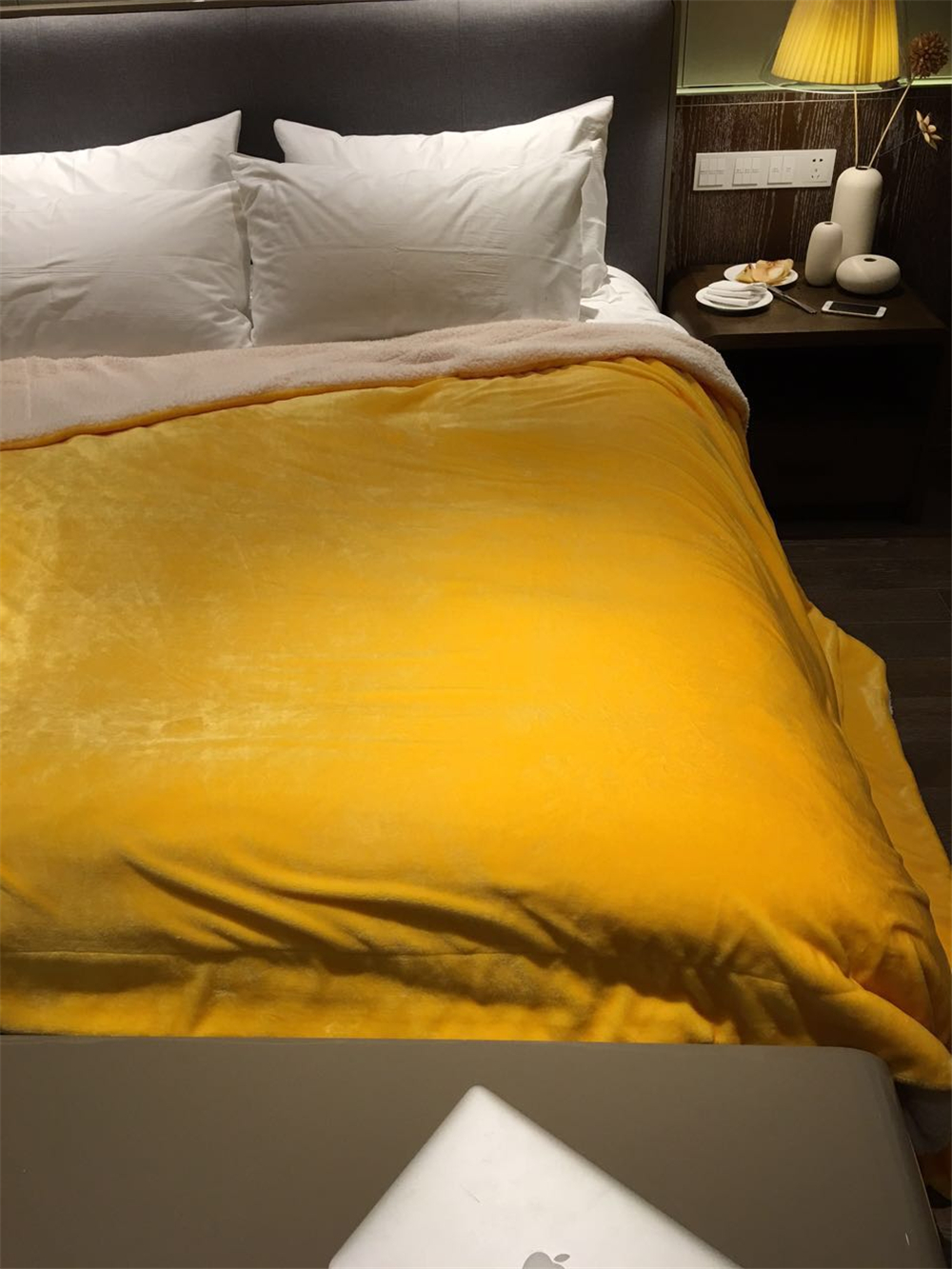 纯色ULIMATE法兰绒拼羊羔绒毛毯